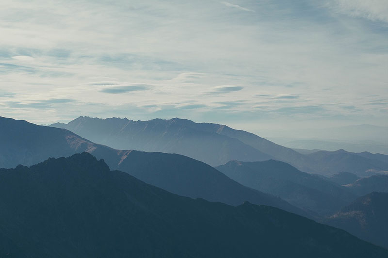 Properly photographed misty mountains
